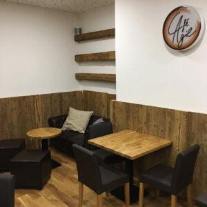 Cafe- aus Altholz und Eiche