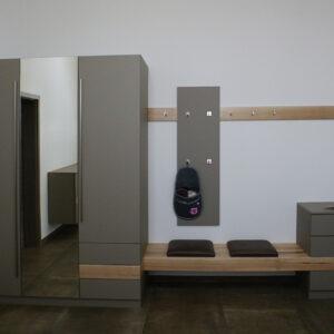 Garderobe steingrau aus Esche